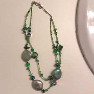 Jewelry - Green beaded necklace.